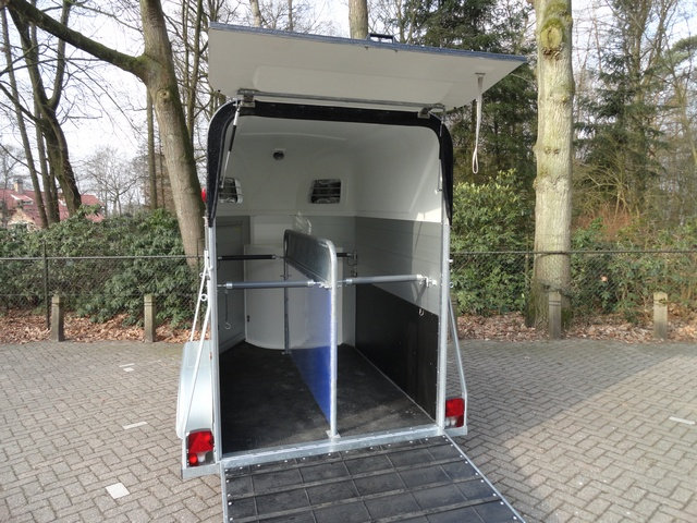 Henra Performance 2 paards trailer