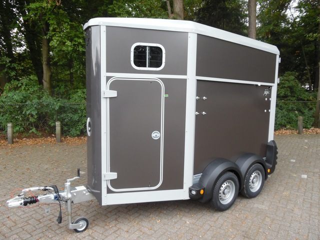 Ifor Williams, type 403 in de kleur grafiet