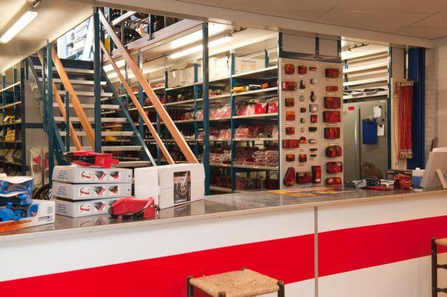 De meeste gangbare onderdelen en accessoires liggen op voorraad in ons onderdelen magazijn.